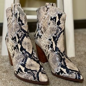 High heal ankle cut white & black snake skin boot